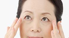 目のくぼみってどうしてできるの?その原因と改善方法とは?